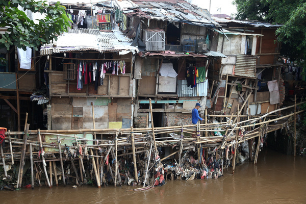 Poor people living on the banks of the Ciliwung River in the Manggarai area, South Jakarta. Poverty increased during the Covid-19 pandemic which had an impact on the social conditions of society, such as the risk of increasing poverty and unemployment.