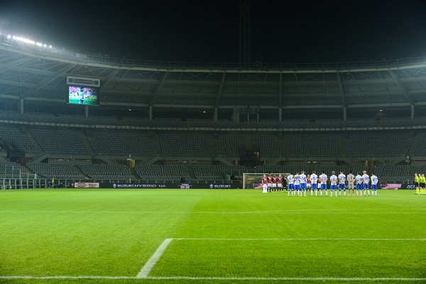 Torino FC and UC Sampdoria observe a minute of slience for Diego Armando Maradona in an empty stadium  to contain the covid pandemic during the Serie A match between Torino FC and UC Sampdoria at Stadio Olimpico Grande Torino Torino on November 30, 2020 in Turin, Italy.
