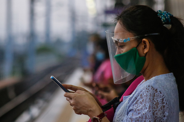Commuters of LRT-2 are waiting for the next train while using their smartphones to avoid boredom in Santolan Station, Pasig City, Philippines on January 22, 2021. There are 74 million smartphone users in the Philippines recorded in 2019. And it's continue to raise and estimated to high up to 82.3 million smartphone users in 2021. More people are using phones today because of the pandemic's lockdown and solution for their online works and learnings.