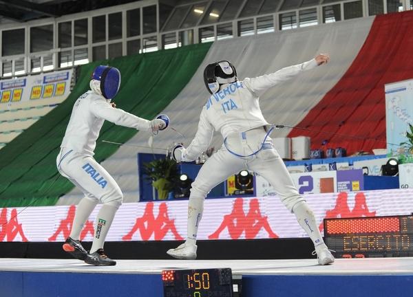 On the second day of the Team Fencing Absolutes, Davide Di Veroli, Marco Fichera, Simone Mencarelli and the neapolitan Valerio Cuomo delle Fiamme Oro Roma won the men's sword team title.