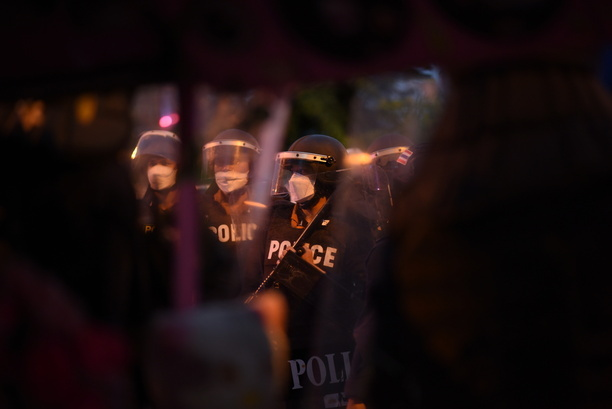 Riot police responded with water and deployed fast-moving units with tear gas, rubber bullet gun Chase and arrest the protesters.