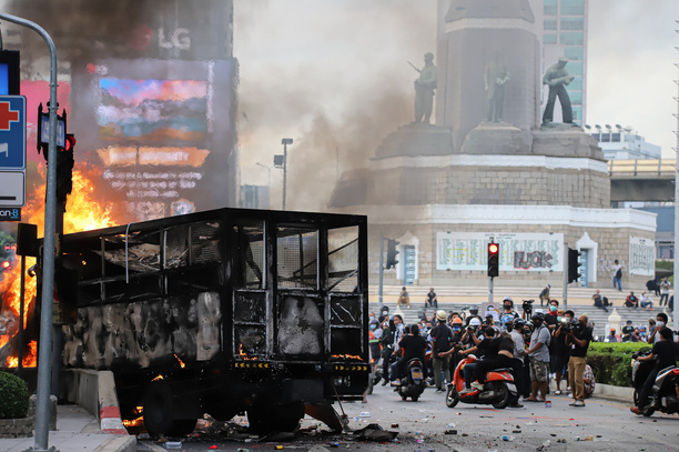 Prisoners transport vehicle was burned during the riot police crackdown protesters who are demanding vaccine against COVID-19 at Victory Monument.