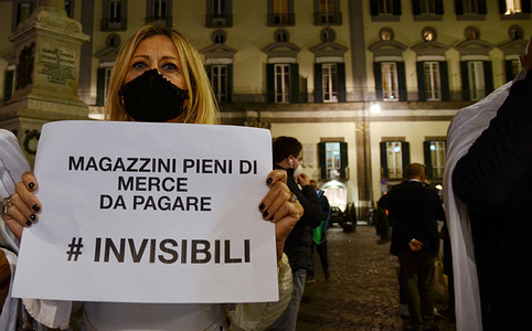 "Protest of the entrepreneurs of Confcommercio group  of Naples. ""They consider themself invisible"". The protest to denounce the serious crisis of the sector and risk failure caused by warehouse stock that never be sold for fault of pandemic."