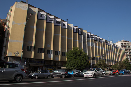 Written by writer Geco on the Metronio Market building in Via Magna Grecia in Rome