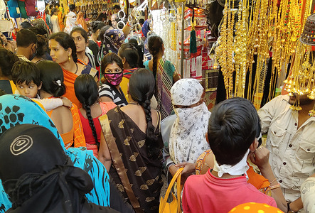 Crowd in Bohra Bazar during wedding season amid coronavirus pandemic in Indore. The number of COVID-19 cases in India rose to 9,007,296 including 132,230 deaths.
