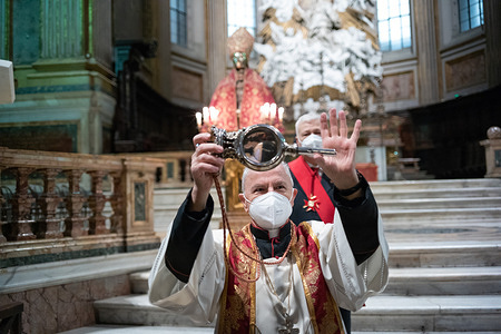 Monsignor Vincenzo De Gregorio, abbot of the chapel of the treasury in the cathedral of Naples, shows the ampoule with the blood of San Gennaro that has not yet dissolved, during the ceremony for the miracle of the liquefaction of the saint's blood.