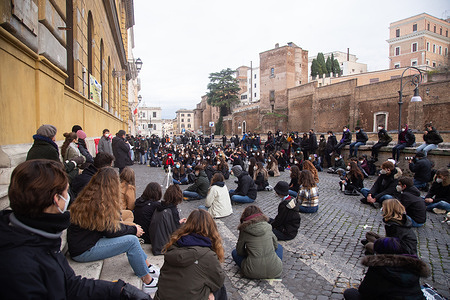 Students of the Liceo Cavour in Rome during the face-to-face lesson. The students of Cavour high school in Rome organized a lesson in front of school entrance to protest against the decision of the Lazio Region and the Italian Government to continue Distance Learning and to postpone the return to school of the students until 18 January 2021.