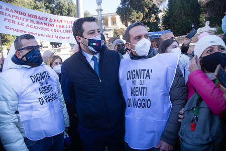 The leader of the League Matteo Salvini together with some demonstrators in Piazza del Popolo in Rome, during demonstration organized by the Autonomous Movement of Italian Travel Agencies (MAAVI)