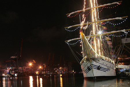 The flagship of the Indonesian state, KRI (Republic of Indonesia Warship), Dewaruci leaned at the Kolinlamil (Military Marine Command) Pier, Tanjung Priok, North Jakarta, Friday (22/1/2021). KRI Dewaruci arrived at this wharf after sailing from its headquarters at the Koarmada II Surabaya Support Ship Unit (Satban). The arrival of the legendary ship belonging to the Indonesian Navy, which has gone global in order to support the commemoration of Dharma Samudera. KRI Dewaruci has helped promote Indonesian tourism in the eyes of the international community. After this event, KRI Dewaruci will be held in Surabaya, East Java.