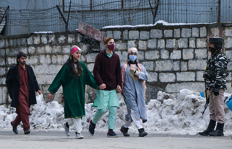 SRINAGAR, INDIA, 26 JANUARY 2021 - Artists wearing traditional kashmiri clothes walks near the R-day event venue at Srinagar city on January 26, 2021. Business establishments and shops remained closed and the administration also blocked cellular internet in the valley on India's 72nd anniversary of Republic Day.