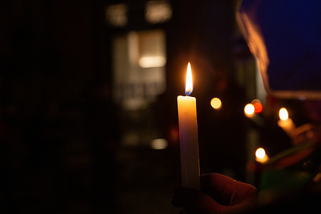 """Torchlight procession to remember the """"forgotten"""" victims of the Holocaust: the Rom-Sinti people, homosexuals, disabled people"""