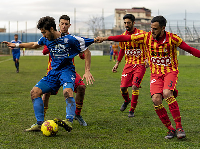 Pagani (Sa), Italy - 03 February 2021 Sergio Contessa (3) US Catanzaro, pulls the shirt to Simone Raffini (32) Paganese Calcio 1926, during a game action. Serie C championship - Marcello Torre Stadium 22nd day - group c. The Serie C match between Paganese and Catanzaro ends with the final result of 1 - 0 at the Marcello Torre di Pagani stadium.