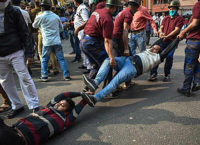 Congress Party members are protesting against central government's recent agricultural reforms in Kolkata.