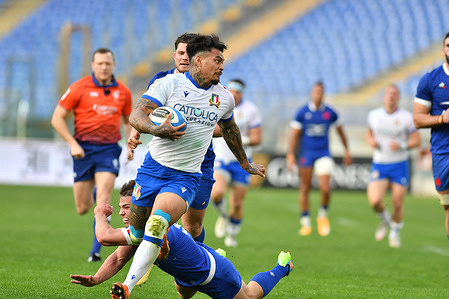 Montanna Ioane (Italy) carries the ball during Italy vs France - Six Nations 2021. France wins 50-10.