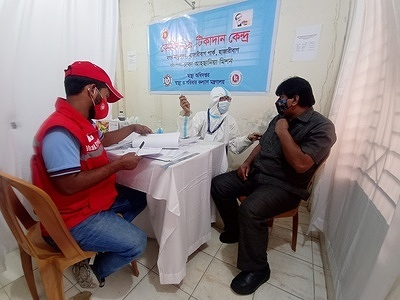 Health workers vaccinated over 1 lac people in Bangladesh on tuesday taking the total number of people vaccinated in the country to over 10 lac.   The country also saw the highest number of people register for the vaccine on a single day since the vaccination campaign began, with over 250,000 people completing their registration between sunday to monday. The total number of people who have completed registration stood at 2.5 million on Monday afternoon.