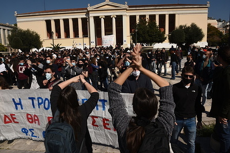 University students had protested against the incidents of extreme police violence and the apprehensions and arrests of students on Monday at the Aristotle University of Thessaloniki.