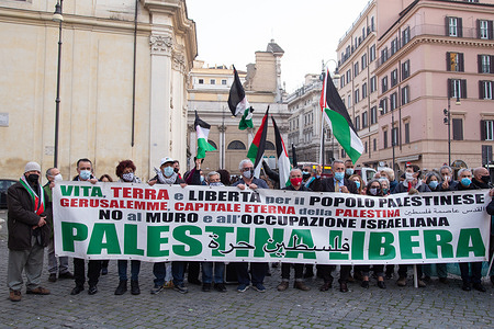Sit-in organized by some Italian-Palestinian associations in Piazza San Silvestro in Rome to protest against the state of Israel that does not provide the anti-covid vaccine to Palestinian political prisoners in Israeli prisons, to all the Palestinian people, and has prevented the 1000 doses of vaccine shipped by the Palestine Ministry of Health arrive in Gaza.
