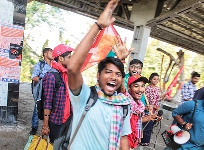 CPIM supporters are going to the brigade to have fun and sing together by train.
