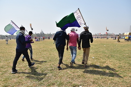 Supporters of  ISF approaching to the venue for the first public meeting of the United Alliance of Congress (Indian National Congress), CPIM (Communist Party of India, Marxist) and ISF (Indian Secular Front) at Brigade Parade Ground, ahead of the upcoming '2021 West Bengal Legislative Assembly Election'.