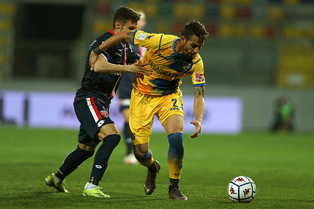 Alessandro Salvi (Frosinone) and Marco D'Alessandro (Monza) compete for the ball during the Serie B BKT match between Frosinone Calcio and AC Monza at Stadio Benito Stirpe on March 2, 2021 in Frosinone, Italy.