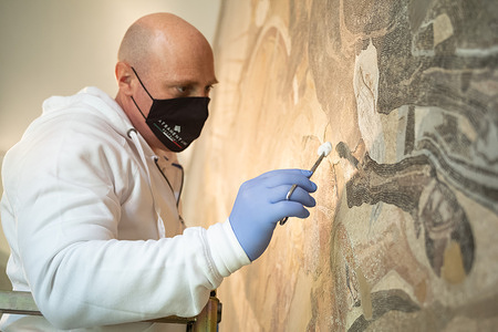 Mann Museum - Piazza Nazionale, 19 - from 9:30AM restoration work begins on the famous Mosaic of the Battle of Issus, kept at the National Archaeological Museum of Naples.