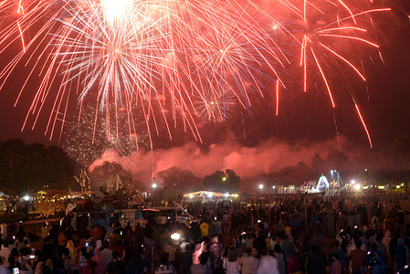 An attractive stunning view of fireworks light on the sky during the inauguration ceremony of spring (Jashn-e-Baharaan) Festival at Race Course Jilani Park organised by Parks and Horticulture Authority (PHA) in Lahore.