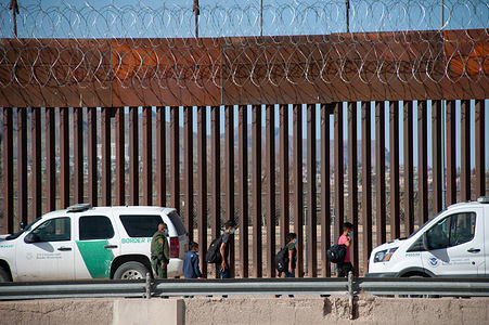 4 Central American minors crossed the border delimited in Mexico by the Rio Bravo, there is an increase in unaccompanied minors since the beginning of the year due to the new United States policies imposed by President Biden